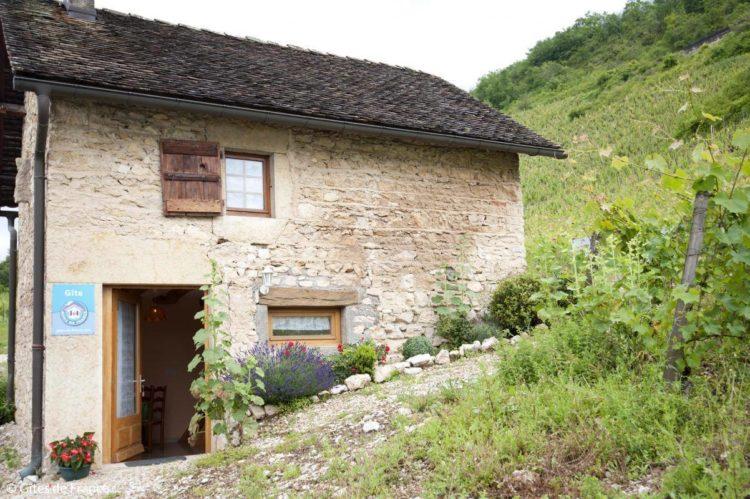 Gite du caveau dOncin à Montagnieu : grangeon au coeur des vignes