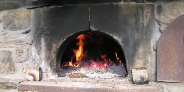 Notre tradition : cuisson et dégustation de tartes autour du four banal.